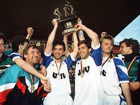 1. Juni 1991: Die Rostocker Spieler feiern den Gewinn der NOFV-Meisterschaft.