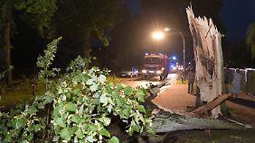 Deutschland schwitzt weiter: Unwetter setzt ganze Dorfstraße unter Wasser