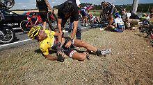 Schwerer Sturz von Cancellara: Martin verpasst Gelb um eine Sekunde