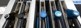 Ölmarkt weiter in der Krise: Spritpreise bleiben trotz Ferienbeginn moderat
