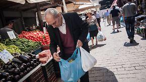 Besonnenheit und Ruhe in Athen: Bargeld wird immer knapper