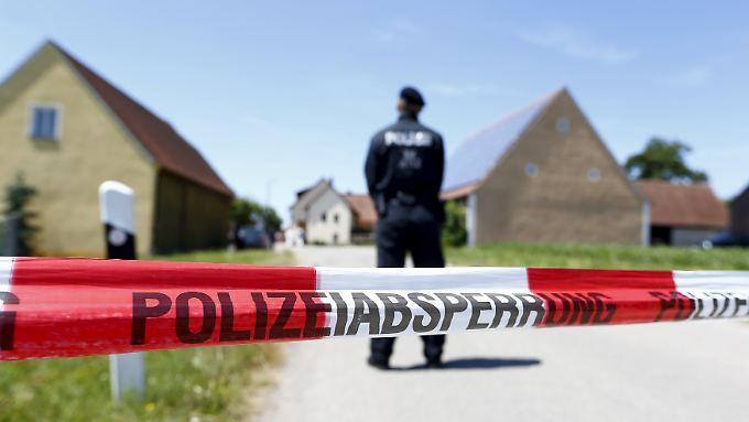 Die Polizei hat die Tatorte weiträumig abgesperrt.
