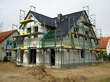 Kommt es unter den Baubeteiligten zu einem Gerichtsstreit, gerät der Bau ins Stocken. Ist im Bauvertrag jedoch eine Schlichtung vorgesehen, werden Verzögerungen oft vermieden. Foto: Andrea Warnecke