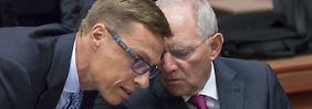 Schäuble (r.) im Gespräch mit dem finnischen Finanzminister Alexander Stubb.