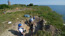 Unmittelbar an der Kliffkante des Kap Arkona stießen Archäologen auf ein Meter mal ein Meter große Pfostengruben.