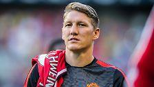 Bastian Schweinsteiger im Trikot von Manchester United ist schon ein ungewohnter Anblick, doch er trägt gleich bei seiner Dienstreisen-Premiere die Nummer eines Chefs.