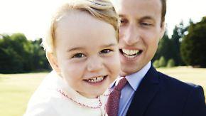 Prinzt William mit Sohnemann George im Garten des königlichenLandsitzes Sandringham. Foto: EPA/Mario Testino