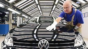 """Trotzdem """"stabile Nummer eins""""?: Volkswagen kappt Absatz-Jahresprognose"""