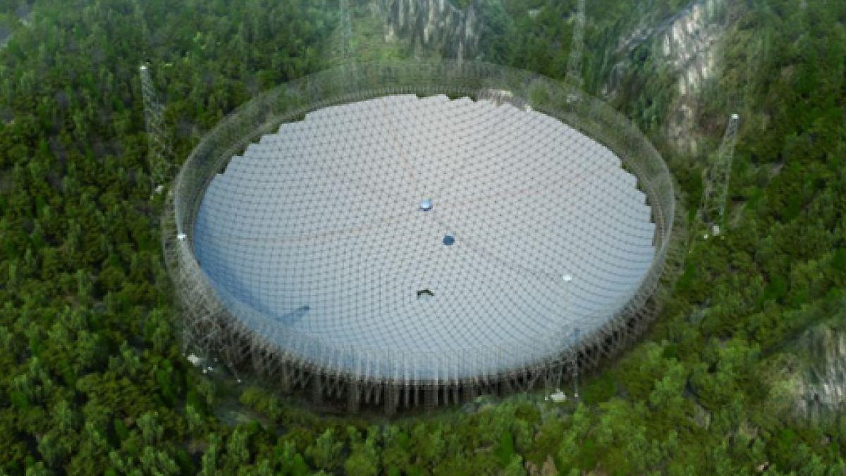 China setzt Mega-Teleskop zusammen