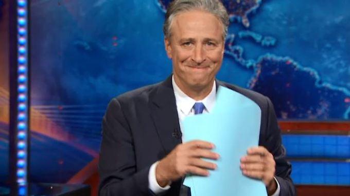 """16 Jahre lang hat Jon Stewart die """"Daily Show"""" moderiert - nun holt er sich erstmal etwas zu trinken."""