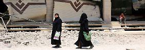 Das schwangere Mädchen wird im syrischen Aleppo von IS-Kämpfern gefangen genommen.