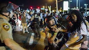 Ausnahmezustand nach Gedenken: In Ferguson eskaliert erneut die Gewalt