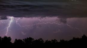 Erst Hitze, dann Blitze: Gewitter mit Unwetterpotenzial ziehen übers Land