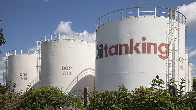 Öltanks in Breisach am Rhein. Der derzeit niedrige Ölpreis kommt der deutschen Wirtschaft zugute.