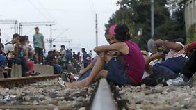 Nur zwei bis drei Mal am Tag kommt ein Zug in Gevgelija vorbei, der Richtung Serbien geht.