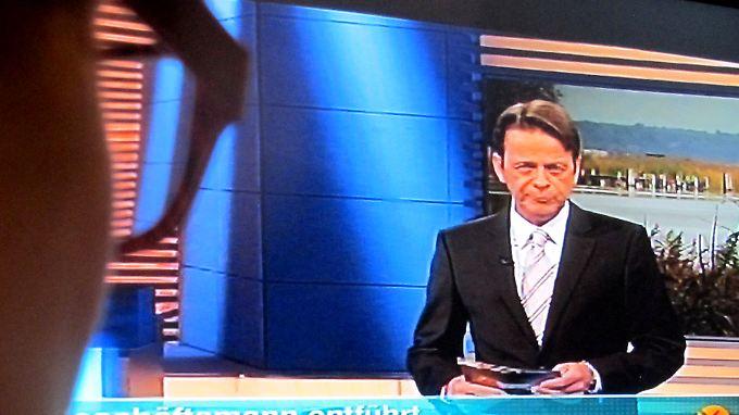 """Sendung von """"Aktenzeichen XY"""" mit Moderator Rudi Cerne."""