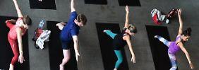 Kommerzieller Morgengruß: Die Yoga-Industrie boomt - die Spiritualität leidet