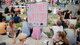 Flüchtlinge in Deutschland: Bereitschaft zu helfen, wächst