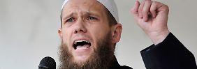 Der Verfassungsschutz sieht im Islamistenprediger Sven Lau das ideologische Bindeglied salafistischer Netzwerke.