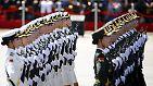 Schröder und Putin in Peking: China feiert seine militärische Stärke