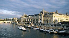 Das Museé d'Orsay liegt mitten in Paris am linken Ufer der Seine.