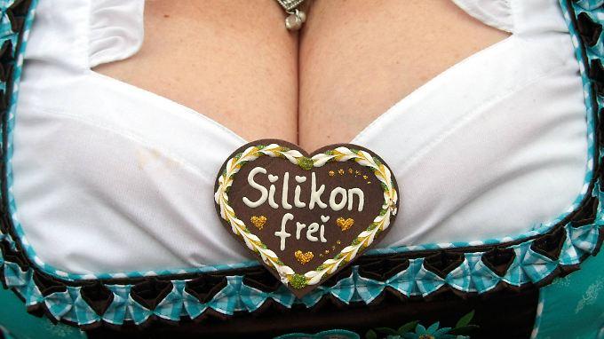 Es muss nicht immer Silikon sein. Brustvergrößerungen sind auch mit Eigenfett möglich.