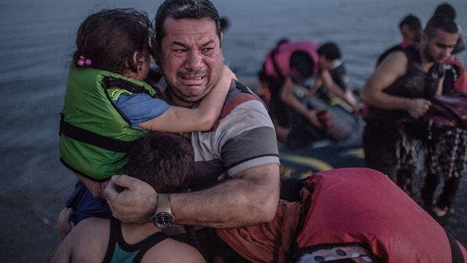 Das Foto der Familie Al-Amirij kurz nach dem Erreichen der griechischen Insel Kos geht um die Welt. Als erste als die New York Times über das Schicksal der Familie berichtet.