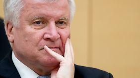 Deutschland überfordert?: Merkels Flüchtlingspolitik spaltet Union und Bevölkerung
