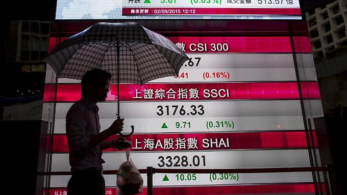 Anzeigetafel der Börse in Hongkong.