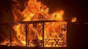 Tausende Menschen evakuiert: Waldbrände in Kalifornien breiten sich gefährlich aus