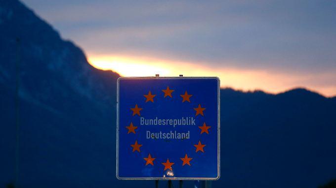 """Deutschland will bei der Verteilung der Flüchtlinge """"endlich vorankommen"""", sagt Innenminister Thomas de Maizière."""