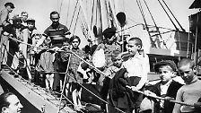 August 1939. Polnische Kinder, die nach Deutschland deportiert worden waren, kommen in London an.
