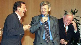 Mit Gerhard Schröder, Joschka Fischer und Oskar Lafontaine übernahm die Generation der 68er die politische Führung - obwohl Schröder selbst kein 68er war.