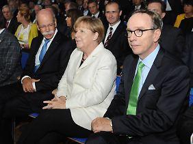 Angela Merkel mit den fordernden Autobossen.