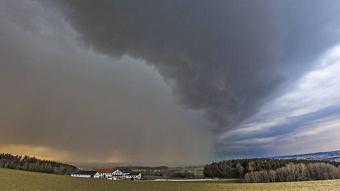 Über dem Isental in Bayern stehen die Zeichen auf Sturm. Die Naturkatastrophe, die uns am meisten gefährdet, ist aber eine andere.