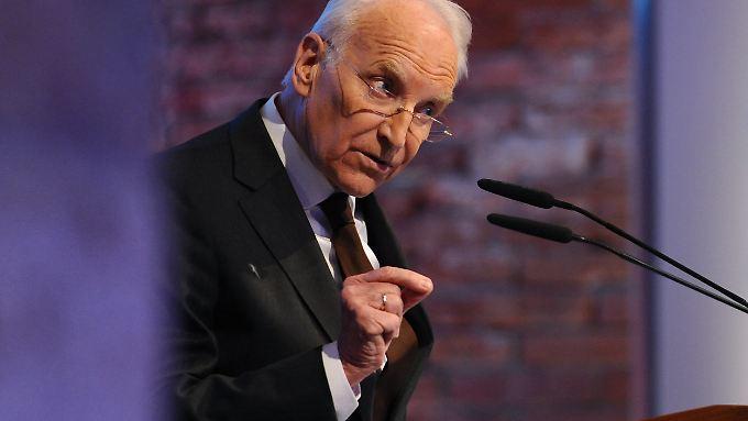 """Stoiber befürchtet, Deutschland könne an seine """"Integrationsgrenze"""" stoßen."""