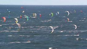 Einmal Dänemark und zurück: 485 Kitesurfer brettern über die Ostsee