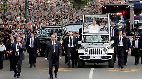 Gefeiert wie ein Rockstar: Papst Franziskus lässt New York Kopf stehen