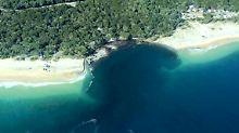 Hundert Meter Strand verschwinden: Erdloch verschluckt Wohnwagen in Australien