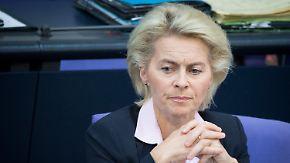 Hälfte der Doktorarbeit kopiert?: Ursula von der Leyen streitet Plagiatsvorwürfe ab