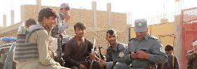 Afghanische Regierungstruppen ziehen sich vor den anrückenden Taliban aus Kundus zurück.