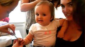 Kleinkinder im Schönheitssalon: Tamara Ecclestone verwöhnt ihre Tochter mit Maniküre