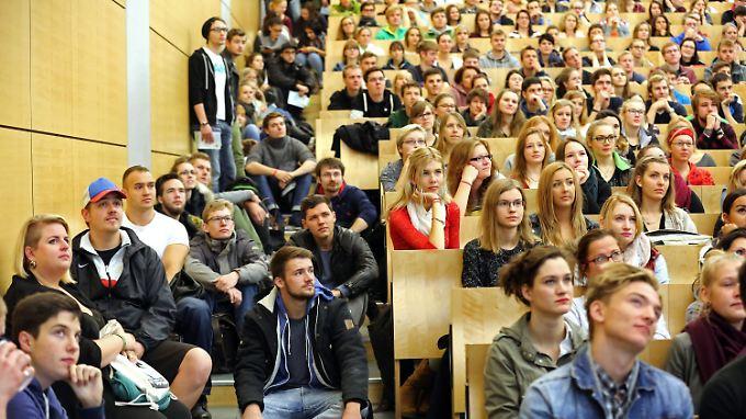 Dass so viele junge Menschen studieren, hat auch etwas damit zu tun, dass handwerkliche Berufe als nicht erfolgversprechend abgetan werden.