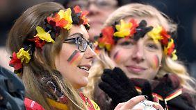Wer als deutscher Fan ein Spiel der DFB-Elf sehen will, der benötigt neben einer Menge Glück aber noch etwas anderes - den richtigen Klubausweis.