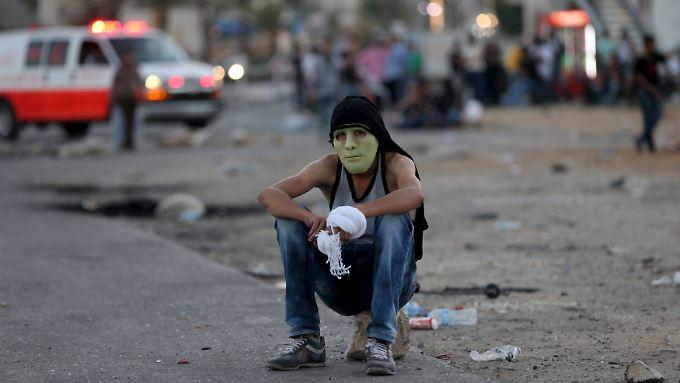 Mit Steinschleuder, Messer und Brandsatz kämpft die junge Generation der Palästinenser gegen eine top-ausgerüstete Armee der Israelis.