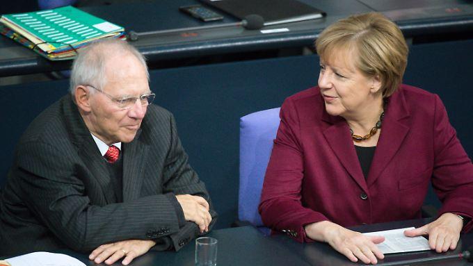 Finanzminister Schäuble muss sein Projekt der Schwarzen Null im kommenden Jahr offensichtlich ad acta legen.