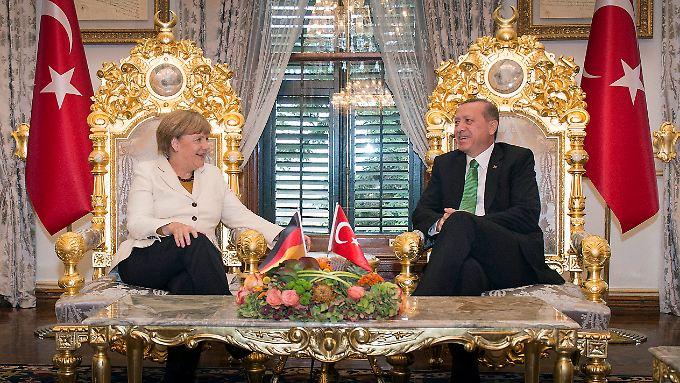 Flüchtlingskrise, eine prominente Rolle auf dem politischen Parkett - Kanzlerin Merkel und Staatspräsident Erdogan brauchen einander.