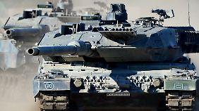 """Ein Kampfpanzer des Typs """"Leopard 2 A6""""."""