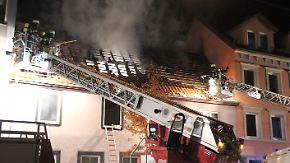 Dachstuhlbrand in Pforzheim: Vier Menschen sterben bei Feuer in Mehrfamilienhaus