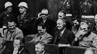 Die vier Anklagepunkte im Nürnberger Prozesses gegen die Hauptkriegsverbrecher lauten: gemeinsame Verschwörung, Kriegsverbrechen, Verbrechen gegen die Menschlichkeit sowie Verbrechen gegen den Frieden.